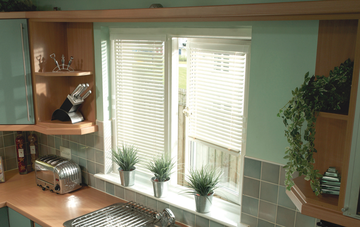 White venetian blinds for kitchen