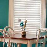 Venetian blinds for smaller window in a dining area